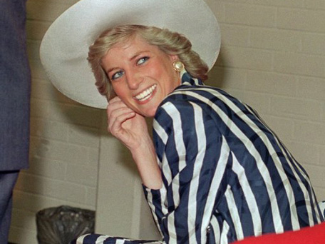 (FILE) Princess of Wales Diana poses on January, 27, 1988, during her visit to Footscray Park in a suburb of Melbourne (AFP)