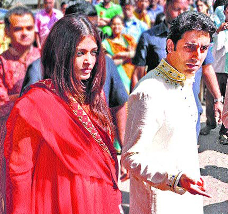 The Wedding Party Aishwarya Abhishek Amitabh Show Stopper