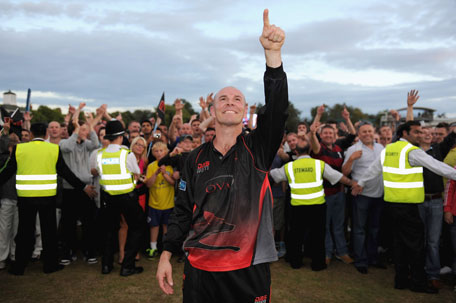 Paul Nixon of Leicestershire celebrates after winning the Friends Life T20 quarter-final against Kent at Grace Road on August 6, 2011 in Leicester, England. (GETTY)