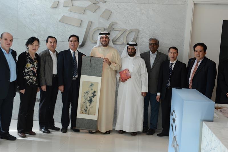 The Ningxia Hui Autonomous Region delegation with Adil Al Zarooni, Senior Vice President, Jafza Global Sales, in Jebel Ali in Dubai recently.