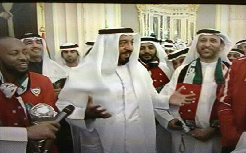 The President His Highness Sheikh Khalifa with the UAE team. (Pic courtesy: Al Bayan)
