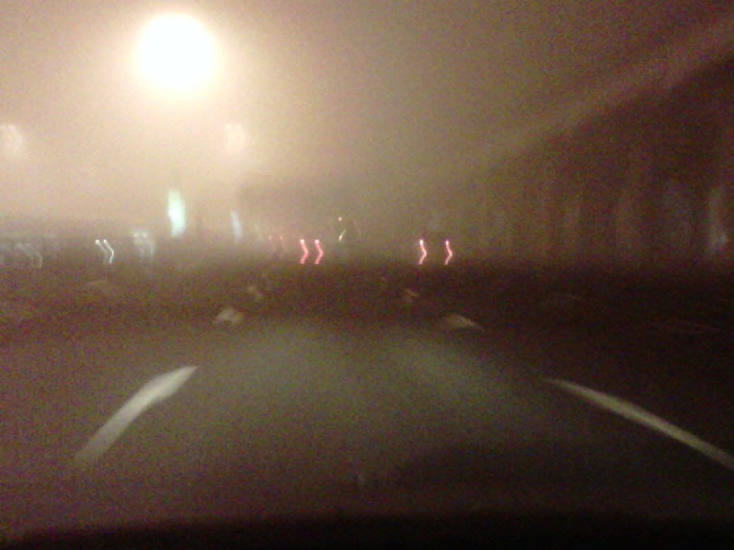 Low visibility on Dubai's Sheikh Zayed Road due to dense fog. Motorists cautioned. (Emirates 24|7 Reader's image)