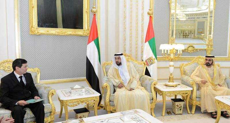 His Highness Sheikh Khalifa bin Zayed Al Nahyan and His Highness Sheikh Mohammed bin Rashid Al Maktoum meet Turkmen ambassador to the UAE Orazmyrat Gurbannazarov in Al Ain today (Wam)