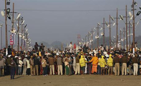 People gather at the Kumbh Mela in Allahabad February 10, 2013. (REUTERS)