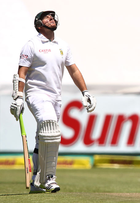 South African captain Graeme Smith walks out to bat during day two of the 2nd Test match against Pakistan at Sahara Park Newlands on February 15, 2013 in Cape Town, South Africa. (GETTY)