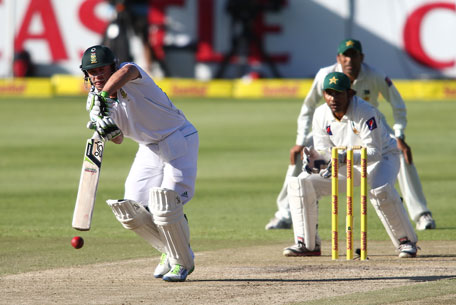 AB de Villiers of South Africa drives a delivery during day 2 of the 2nd Test against Pakistan at Sahara Park Newlands on February 15, 2013 in Cape Town, South Africa. (GETTY)