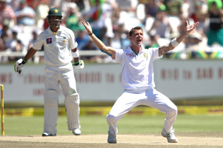 Dale Steyn of South Africa appeals successfully for LBW to dismiss Mohammad Hafeez of Pakistan during day 3 of the 2nd Test at Sahara Park Newlands on February 16, 2013 in Cape Town, South Africa. (GETTY)
