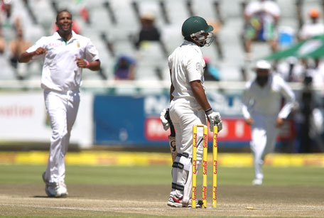 Asad Shafiq of Pakistan reacts after playing the ball onto his wickets as Vernon Philander of South Africa celebrates during day 4 of the 2nd Test at Sahara Park Newlands on February 17, 2013 in Cape Town, South Africa. (GETTY)