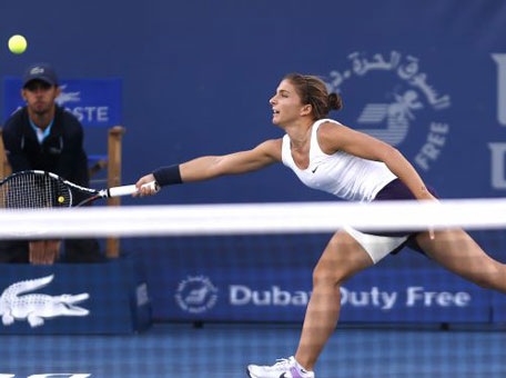 Sara Errani of Italy returns to Roberta Vinci of Italy during the semifinals of the Dubai Duty Free Tennis Championships in Dubai, United Arab Emirates, Friday, Feb. 22, 2013. (AP)