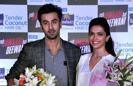 Indian Bollywood actors Deepika Padukone (R) and Ranbir Kapoor pose during a promotional event for the forthcoming Hindi film 'Yeh Jawaani Hai Deewani' in Mumbai on May 21, 2013. (AFP)