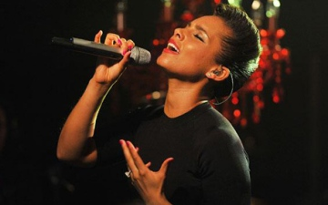 Photo: Alicia Keys: I struggle with self-worth