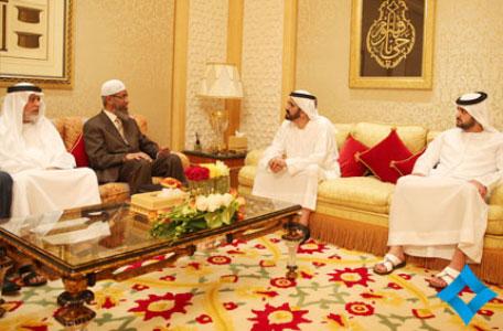 Mohammed bin Rashid welcoming Dr Zakir Naik in presence of Maktoum bin Mohammed, Ibrahim Bumilha