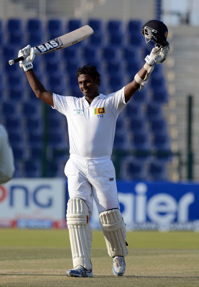 Sri Lanka captain Angelo Mathews acknowledges the cheers after completing his century on day four of the first Test against Pakistan at Sheikh Zayed Cricket Stadium in Abu Dhabi on Jan 3, 2014. (KAMAL JAYAMANNE)