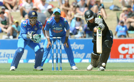 New Zealand's Ross Taylor, right, bats in front of India's MS Dhoni during their first one-day international cricket match, at McLean Park, in Napier, New Zealand, Sunday, Jan.19, 2014. (AP)