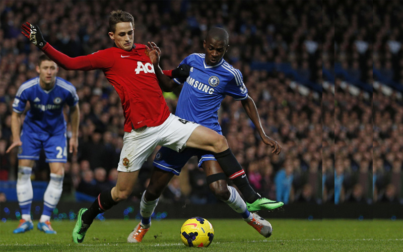 Manchester United's Belgian midfielder Adnan Januzaj (C) battles with Chelsea's Brazilian midfielder Ramires (R) during the English Premier League football match between Chelsea and Manchester United at Stamford Bridge in London on January 19, 2014.  (AFP)