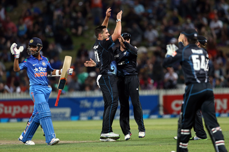 Mitchell McClenaghan from New Zealand celebrates the wicket of India's Ajinkya Rahane during the one day international cricket match between New Zealand and India at Seddon Park in Hamilton on January 22, 2014. (AFP)