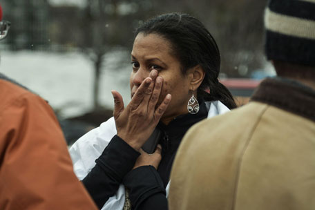 Tarah Williams of Lanham, Maryland reacts after she was evacuated from a building following a shooting at a shopping mall in Columbia, Maryland January 25, 2014. Three people died in a shooting at a large shopping mall outside of Baltimore, Maryland, on Saturday, and one of the dead was believed to be the shooter, police said. (REUTERS)