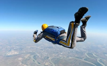 Photo: Skydiver dies from accident during landing
