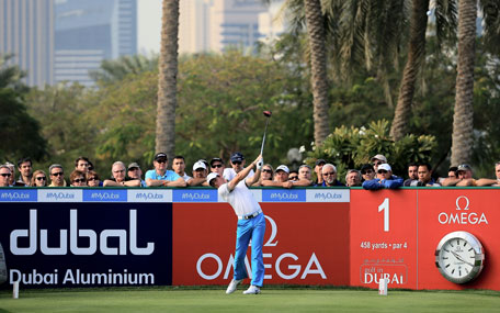 Rory McIlroy of Northern Ireland plays his tee shot at the par 4, first hole during the first round of the 2014 Omega Dubai Desert Classic on the Majlis Course at the Emirates Golf Club on January 30, 2014 in Dubai, UAE. (GETTY)