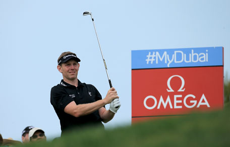 Stephen Gallacher of Scotland plays his tee shot at the par 3, fourth hole during the final round of the 2014 Omega Dubai Desert Classic on the Majlis Course at the Emirates Golf Club on February 2, 2014 in Dubai, UAE. (GETTY)