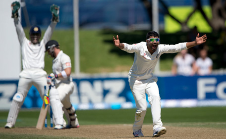 Ravindra Jadeja (R) and captain MS Dhoni of India (L) appeal for a LBW call on captain of New Zealand Brendon McCullum (C) during day 3 of the 2nd International Test cricket match between New Zealand and India in Wellington at the Basin Reserve on February 16, 2014. (AFP)
