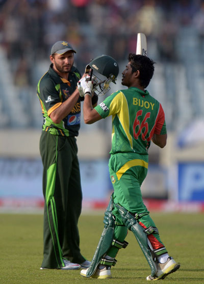 Shahid Afridi claps as Anamul Haque celebrates scoring a century during the Asia Cup match between Bangladesh and Pakistan in Mirpur on Tuesday March 4. (AFP)