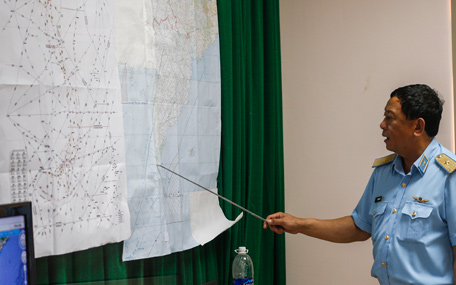 Deputy commander of Vietnam Air Force Do Minh Tuan points to a map during a news conference after their mission to find the missing Malaysia Airlines flight MH370 at Phu Quoc Airport on Phu Quoc Island March 11, 2014.The Malaysian military believes an airliner missing for almost four days with 239 people on board flew for more than an hour after vanishing from air traffic control screens, changing course and travelling west over the Strait of Malacca, a senior military source said. (REUTERS)