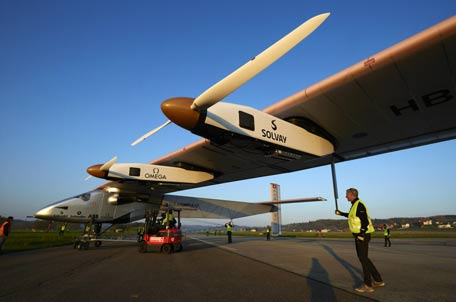 Child taken to see the first plane that flies without any fuel. (REUTERS)
