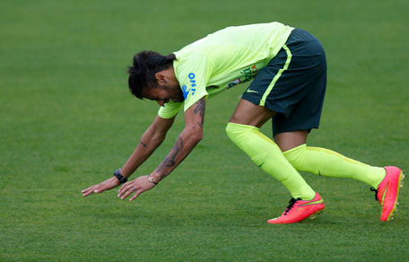 Brazilian national team player Neymar reacts while feeling discomfort during a team training session ahead of the 2014 World Cup in Teresopolis near Rio de Janeiro, June 9, 2014. (REUTERS)