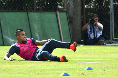 Chile's national football team midfielder Arturo Vidal rests on the ground during a training session at the Toca da Raposa training ground in Belo Horizonte, on June 11, 2014. (AFP)