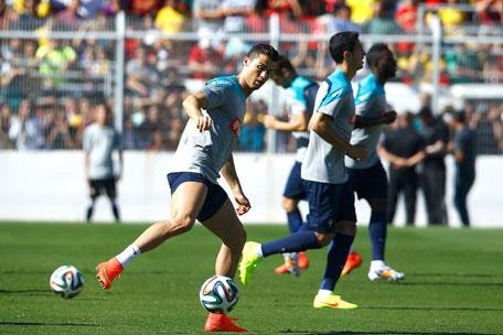 Portugal's Cristiano Ronaldo participates in a team training session in Campinas, June 12, 2014. (REUTERS)