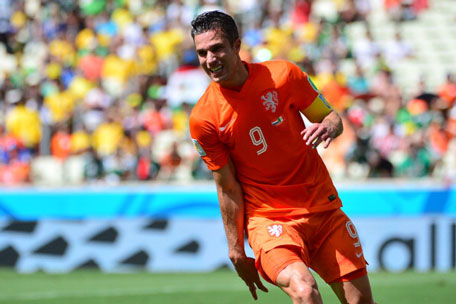 Netherlands' forward Robin van Persie reacts during a Round of 16 football match between Netherlands and Mexico at Castelao Stadium in Fortaleza during the 2014 FIFA World Cup on June 29, 2014. (AFP)