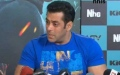 Photo: Salman Khan rubbishes Facebook, Twitter; should fans unfollow?