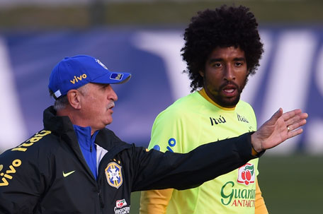 Brazil's coach Luiz Felipe Scolari (left) speaks with defender Dante during a training session at the Granja Comary training complex in Teresopolis, on JulY 06, 2014, during the 2014 FIFA World Cup football tournament in Brazil. (AFP)