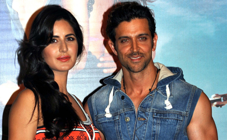 Indian Bollywood actors Katrina Kaif (L) and Hrithik Roshan pose for a photograph during a promotional event for the forthcoming Hindi film 'Bang Bang' directed by Siddharth Anand in Mumbai on late September 17, 2014. (AFP)