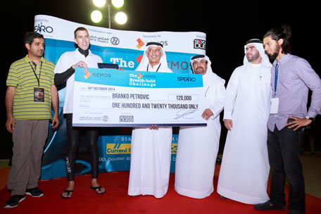 Branko Petrovic receiving his award after the world record attempt during the SPEARO Extreme Sports Expo in Dubai. (SUPPLIED)