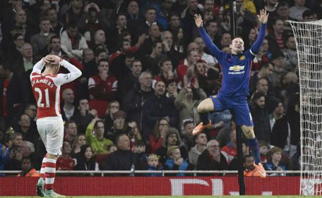 Manchester United's Wayne Rooney (right) celebrates an own goal by Arsenal's Kieran Gibbs during their English Premier League soccer match at the Emirates Stadium in London November 22, 2014. (Reuters)