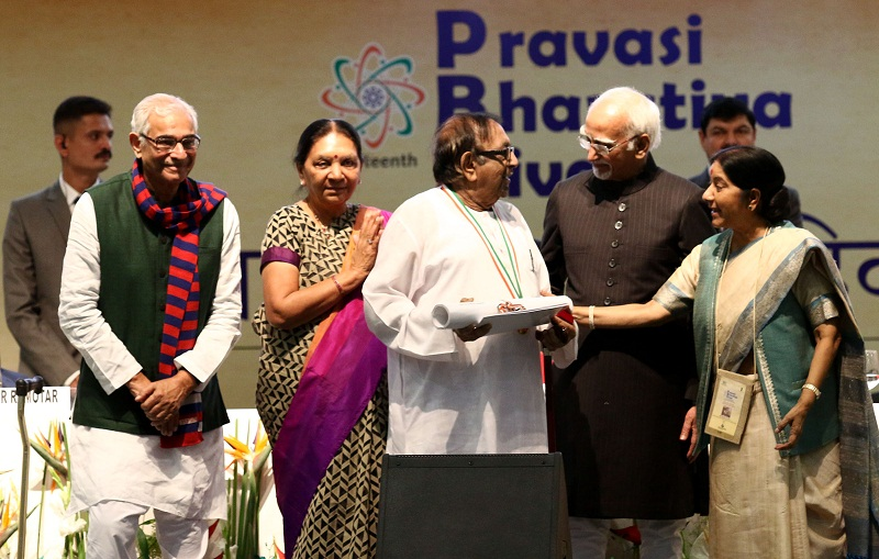 Bharatbhai receiving the award (Supplied)