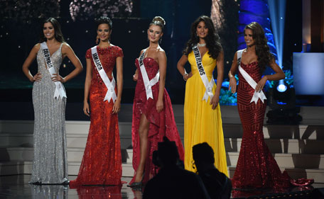 (L-R): The top five finalists:  Miss Colombia Paulina Vega; Miss Jamaica Kaci Fennell;Miss Ukraine  Diana Harkusha; Miss Netherlands Yasmin Verheijen; and Miss USA Nia Sanchez stand on stage during the 63rd Annual MISS UNIVERSE Pageant at Florida International University on January 25, 2015 in Miami, Florida. (AFP)