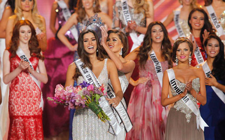 Miss Colombia, Paulina Vega is crowned by last year's Miss Universe, Venezuela's Gabriela Isler at the 63rd Annual Miss Universe Pageant in Miami Florida January 25, 2015. (Reuters)
