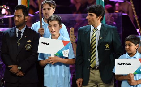 Pakistan cricket team captain Misbah-ul-Haq (right) stands next to Indian captain Mahendra Singh Dhoni (left) during the opening ceremony ahead of the ICC 2015 Cricket World Cup at the Myer Music Bowl in Melbourne on February 12, 2015. (AFP)