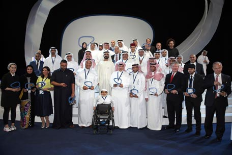 Sheikh Mohammed with winners of the Arab Social Media Influencers Awards. (Picture courtesy: GDMO)