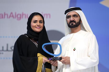 Sheikh Mohammed giving an Arab Social Media Influencers Award to one of the winners. (Picture courtesy: GDMO)