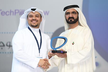 Sheikh Mohammed giving an Arab Social Media Influencers Award to one of the winners (Picture courtesy: GDMO)