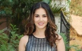 Photo: Journalist insults Sunny Leone; Bollywood comes out in support