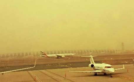Low visibility caused by sandstorm disrupts flight operations. (Pic: Dubai Airport twitter)