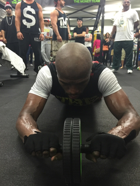 Floyd rolls with the weights. (shots.com/floydmayweather)