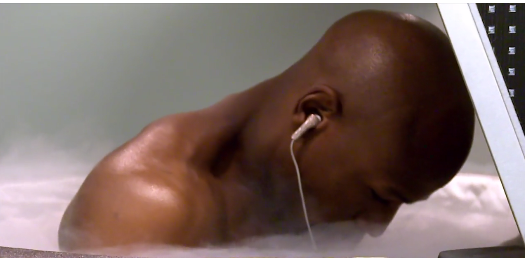 Floyd Mayweather cools off in some crazy sub-zero temperatures. (@ Twitter)