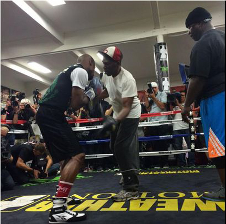The champ @FloydMayweather sparring for the crowd. #MayPac teaser @ Twitter