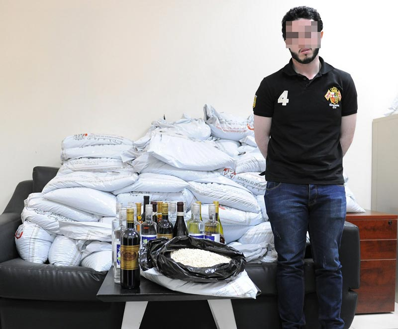 GCC national FGF, aged 27, was arrested at Al Ghuwaifat border post while trying to smuggling over 2 million narcotic pills out of the UAE. (Picture courtesy Abu Dhabi Police)